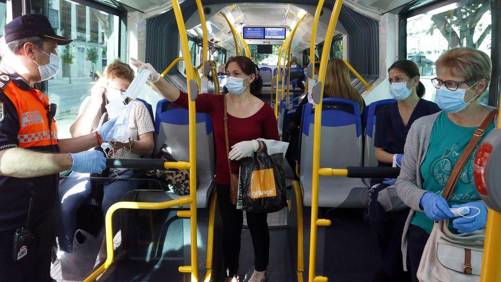 Cuatro meses de cárcel por no llevar mascarilla y resistirse a la autoridad en un autobús en Gran Canaria