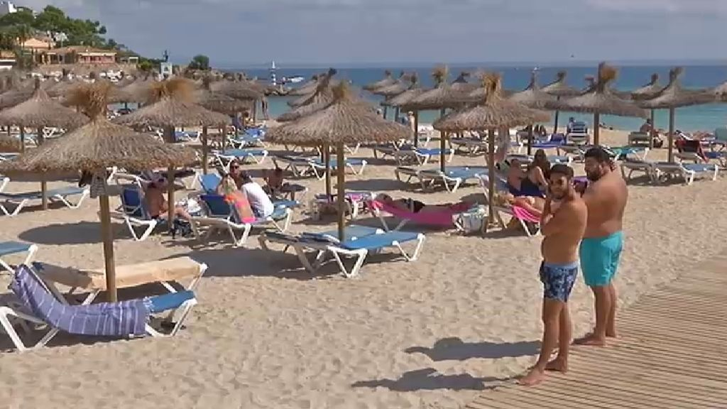 El Gobierno podría adelantar al 15 de junio la llegada de turistas extranjeros a Canarias y Baleares
