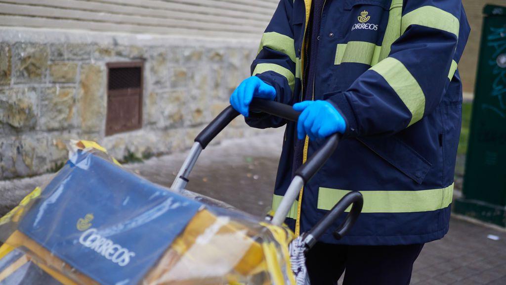 Los carteros de Galicia y Euskadi podrán recoger el voto por correo a domicilio