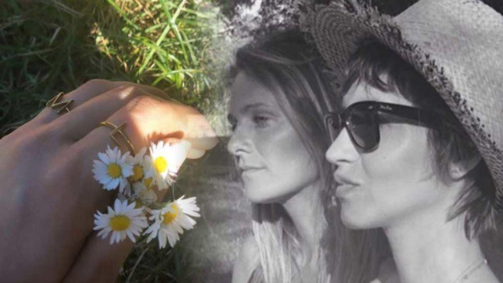 Plan en el campo con una amiga: Sara Carbonero hace un guiño a sus hijos como complemento de su look renovado