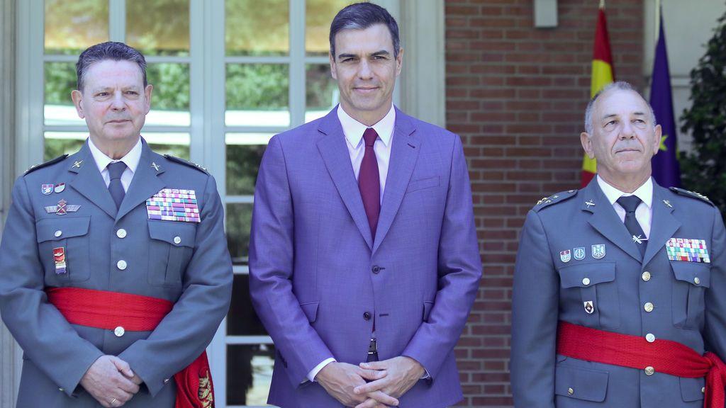 Los tenientes generales Ceña y Santafé junto a Pedro Sánchez