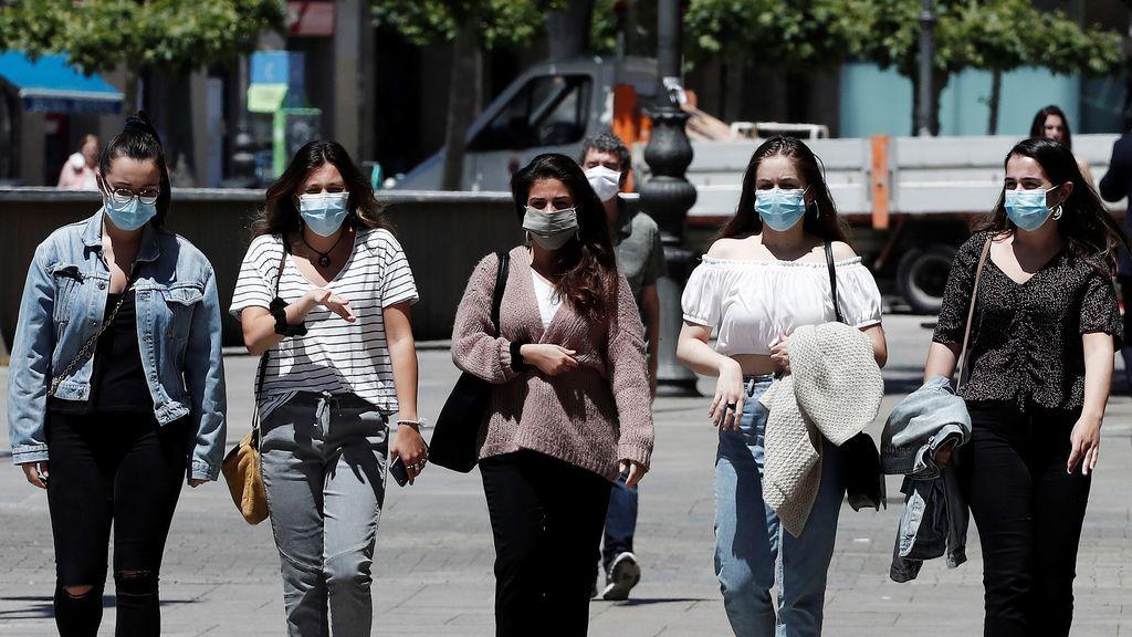 El coronavirus pierde virulencia, pero sigue circulando… y cuidado: le gustan los grupos