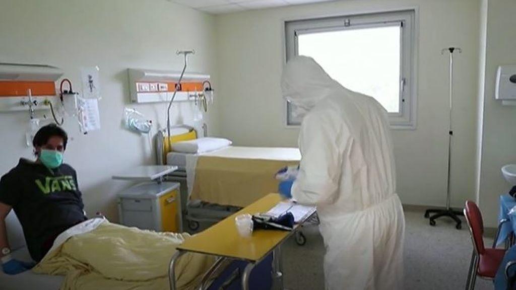 Estudios afirman que el coronavirus se está debilitando y es más leve en España y en Italia