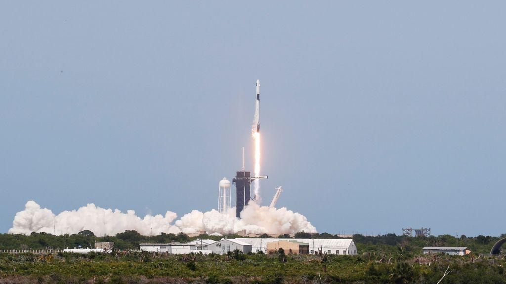 Lanzan con éxito hacia la Estación Espacial Internacional la Crew Dragon tripulada