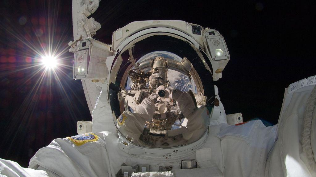Es imposible silbar dentro de un traje espacial: el aire suministrado lo impide