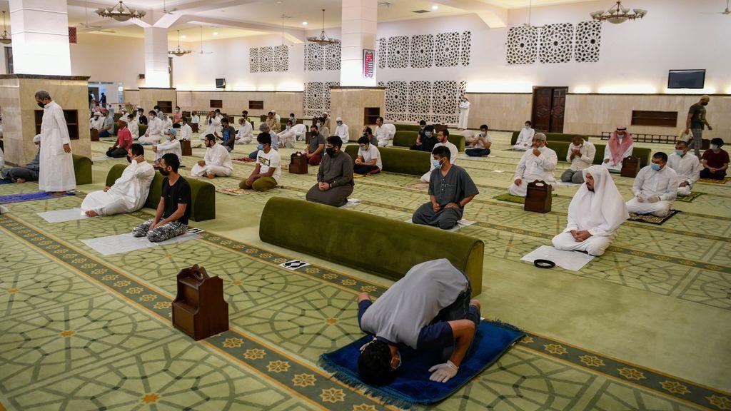 Arabia Saudí vuelve a abrir 90.000 mezquitas