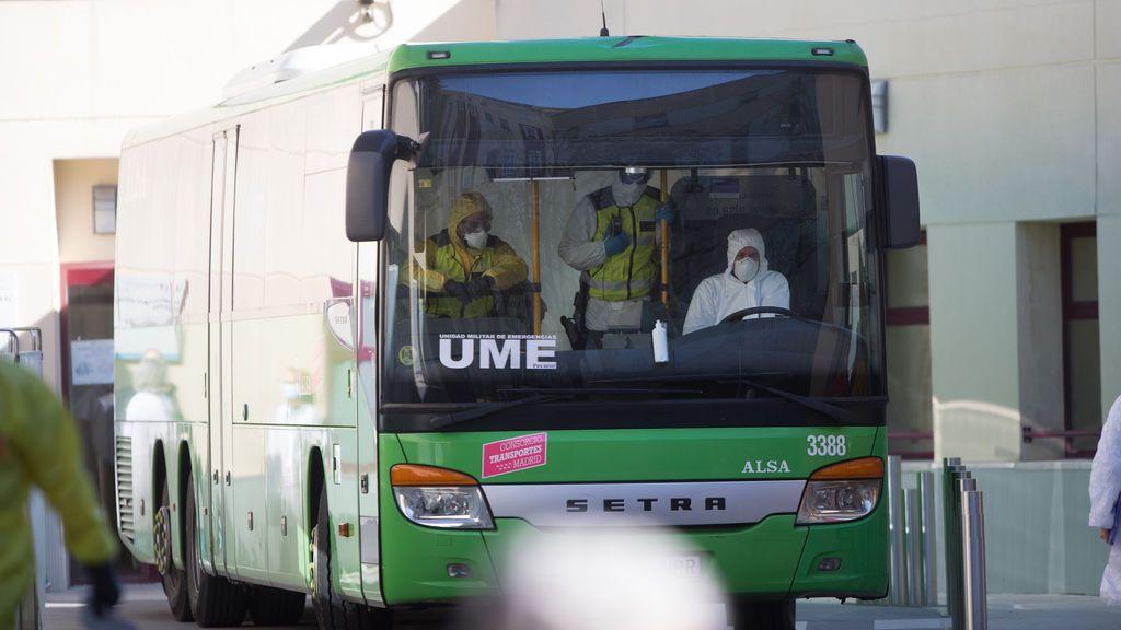 Un autobús interurbano en las instalaciones del hospital Gregorio Marañón