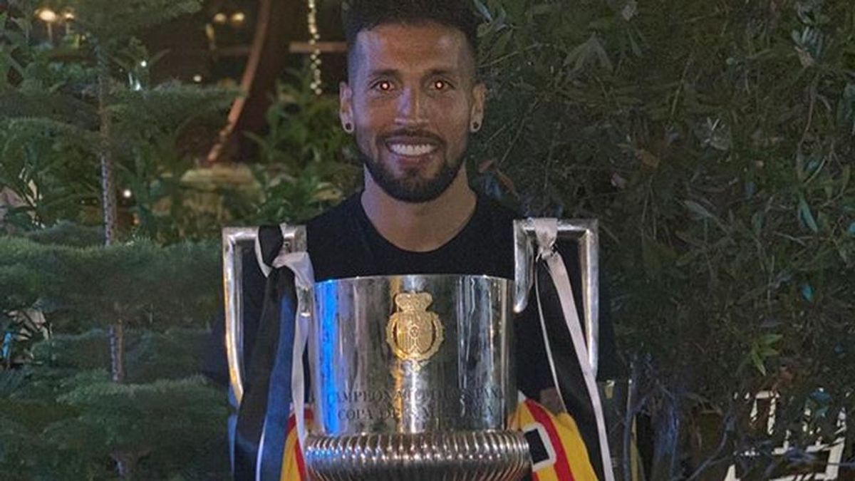 Garay y el Valencia a la gresca: el futbolista acusa de ser víctima de una campaña de desprestigio por parte del club 'Che'