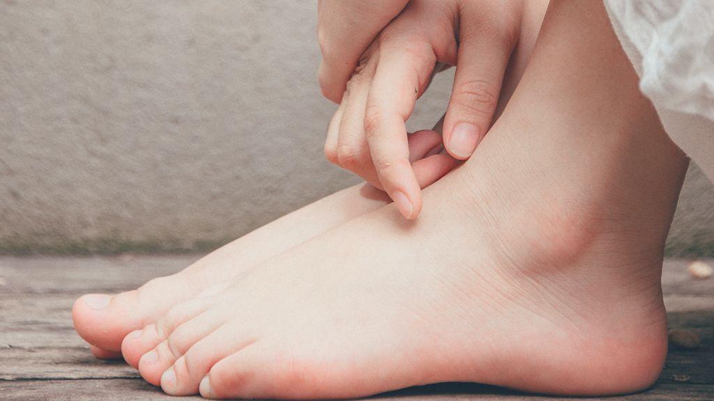 La importancia de cuidarse los pies después de los 50.