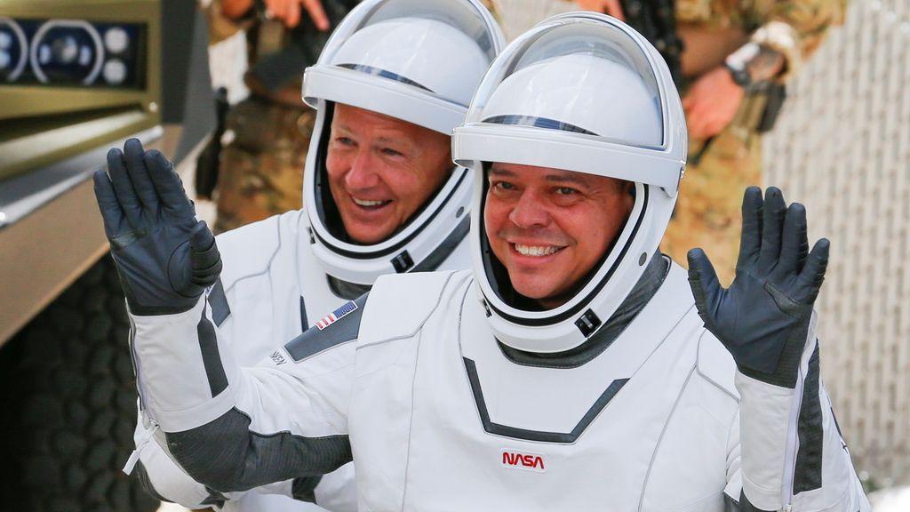 Douglas Harley y Robert Behnken, antes de despegar hacia la Estación Espacial Internacional