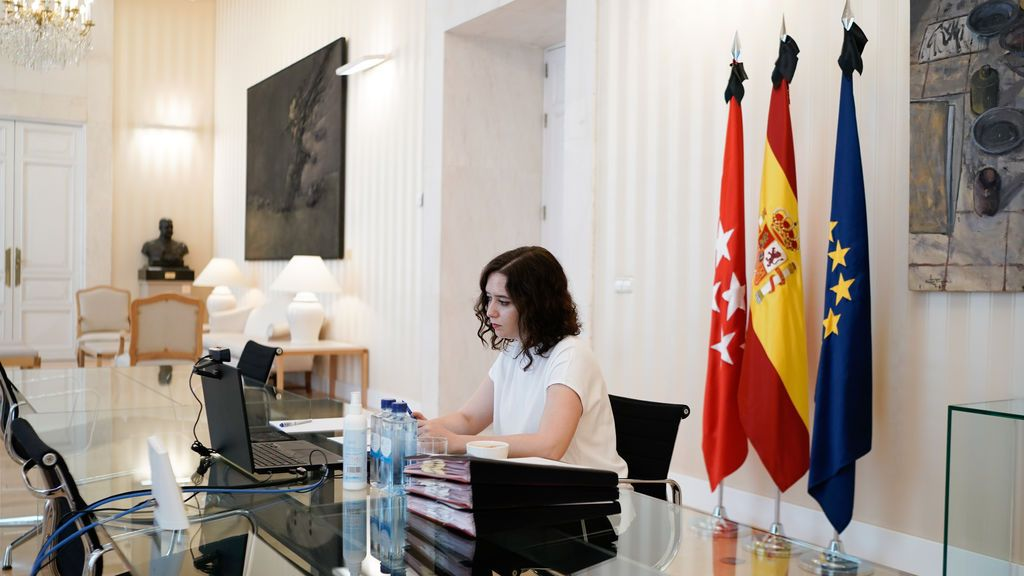 Ayuso pide a Sánchez un plan para el turismo y un protocolo de acceso a Barajas