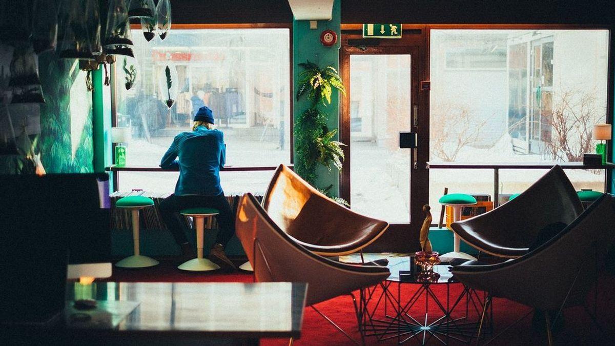 Dónde es más seguro sentarse en un restaurante