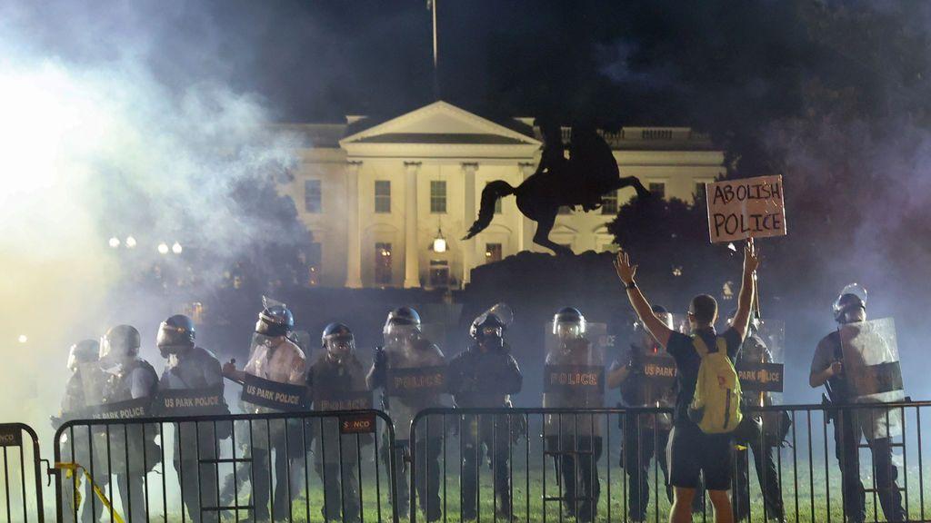 El servicio secreto refugia a Trump en el búnker de la casa Blanca por los disturbios