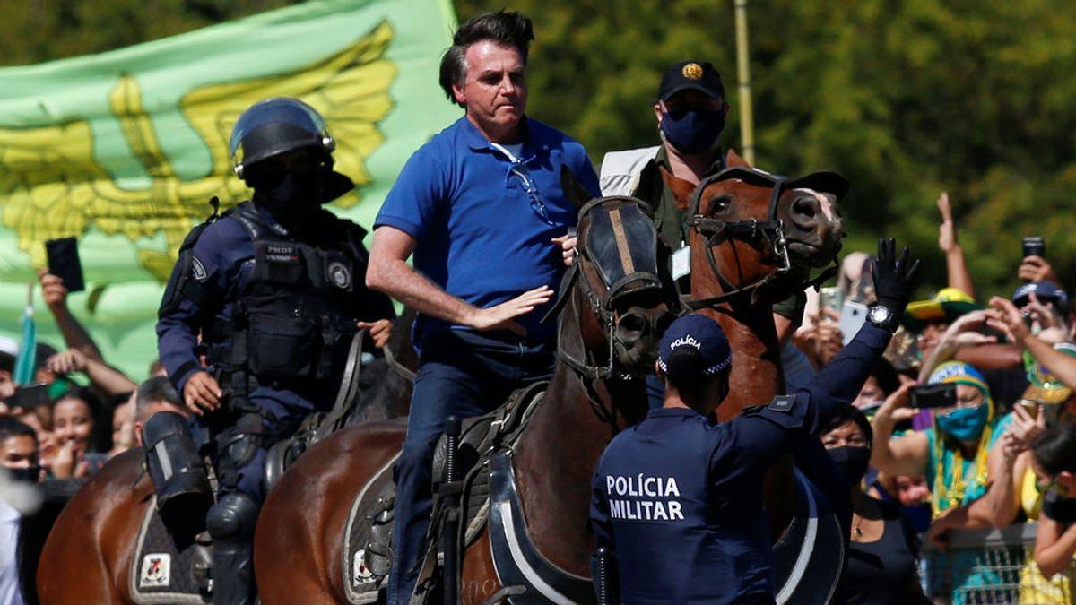 Brasil supera los 500.000 casos de coronavirus mientras Bolsonaro pasea a caballo entre una multitud