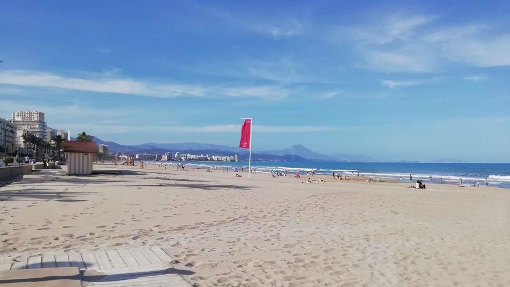 Muere una mujer ahogada en la playa del Campello en el primer día de baño permitido