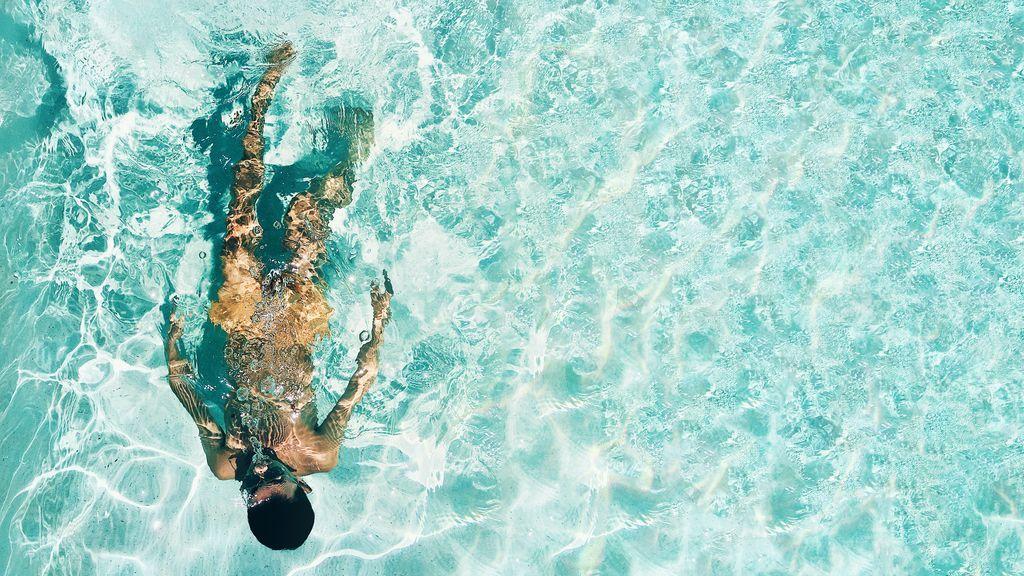 Cinco consejos para evitar que te roben el móvil en la piscina este verano