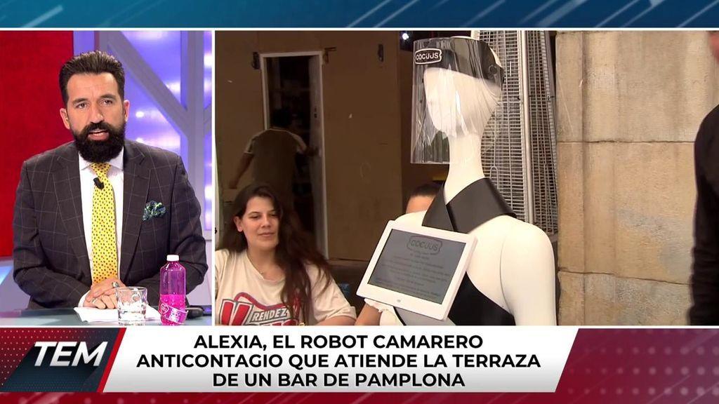 Conocemos a Alexia, el robot camarero que atiende en una terraza de Pamplona para evitar contaigios