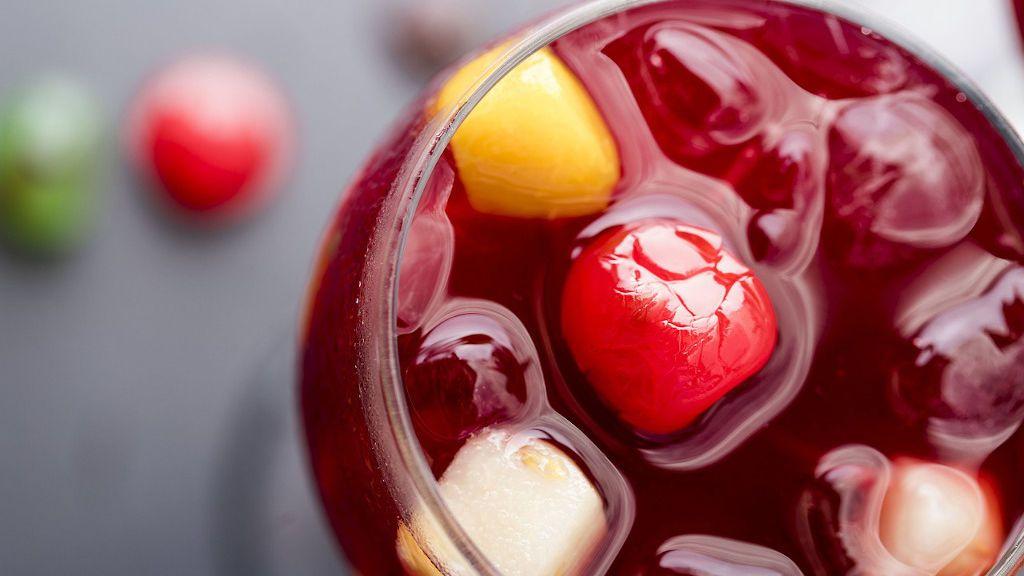De dónde viene y cómo hacerla: la receta original de la sangría