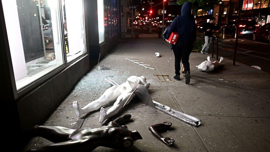 Saqueos en Nike, Microsoft o Lego: aprovechan la protesta racial para arrasar tiendas icónicas de Manhattan