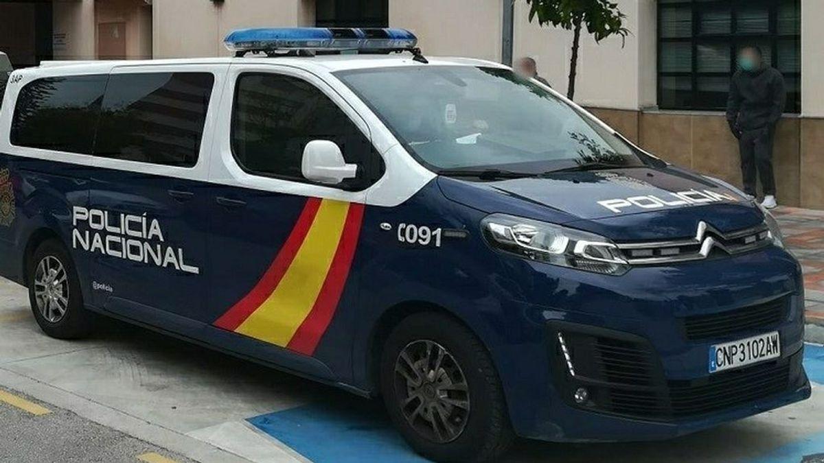 Cinco detenidos por el asalto y robo a una familia en su vivienda de Málaga y apuñalar a un vecino