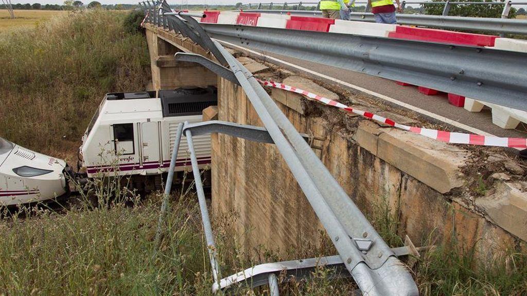 El coche que produjo el descarrilamiento de tren pudo haber caído una hora antes a las vías