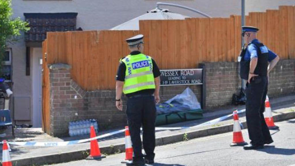 Los vecinos atrapan a un hombre que degolló a su mujer y a su hija de 18 años gracias al aviso histérico de sus hermanas menores