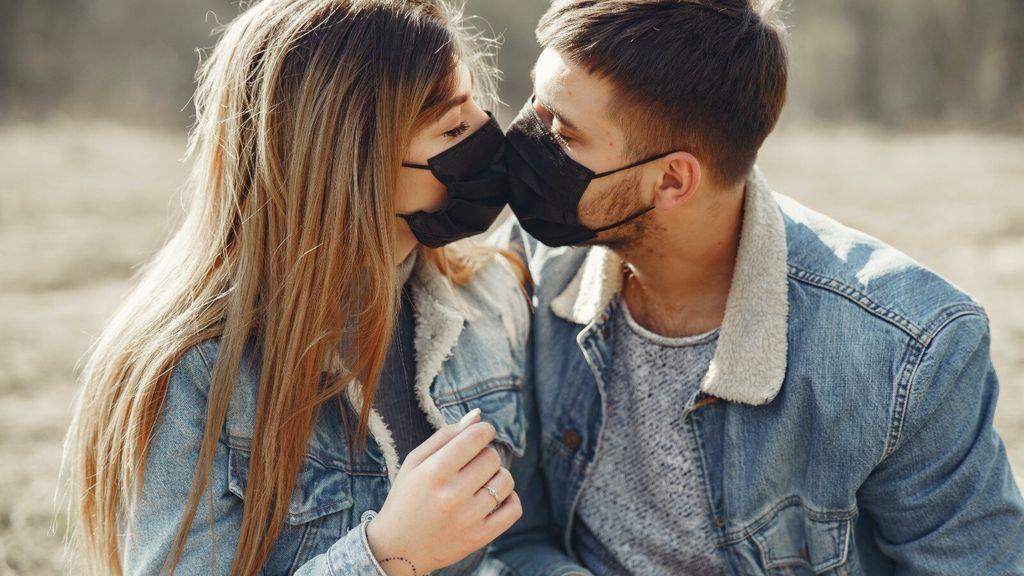 Un estudio de Harvard advierte: las parejas deben usar mascarilla para mantener relaciones sexuales