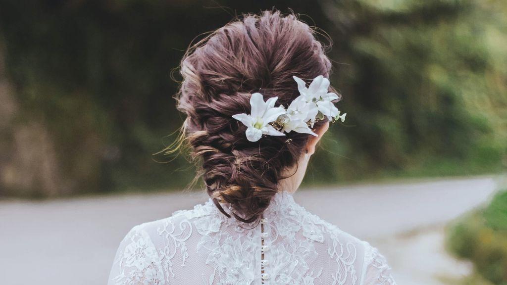 Peinados fáciles y originales para novias con media melena
