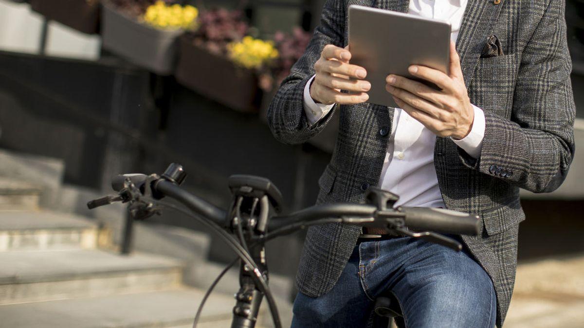 Los mayores de 45 años tienen el 70% de las bicis eléctricas: casco, multas y otras claves que se deben conocer