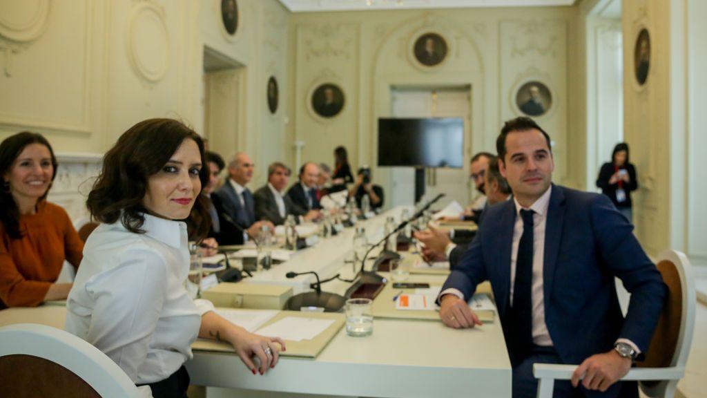 Aguado abre otra crisis con Ayuso y dice que no sabe si en Madrid se dio la orden de no trasladar a ancianos de residencias a hospitales