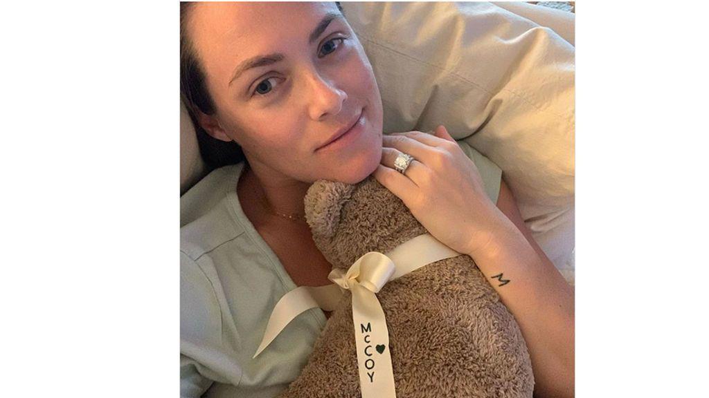 La actriz Kara Keough se tatúa con las cenizas de su bebé fallecido poco después de nacer