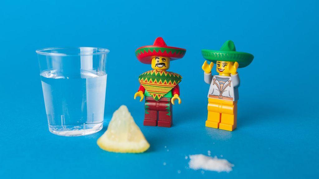 Tequila  limón y un puñado de sal , llevas años haciéndolo sin saber por qué