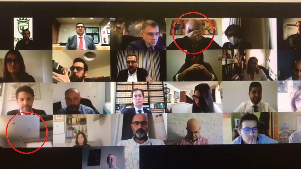 Concejal de Vélez-Málaga va al baño en videollamada