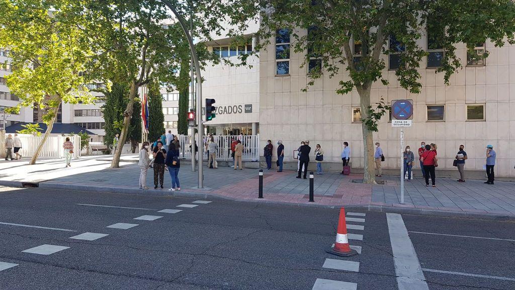 El segundo día de  colas en los juzgados hace vaticinar un colapso de la Justicia