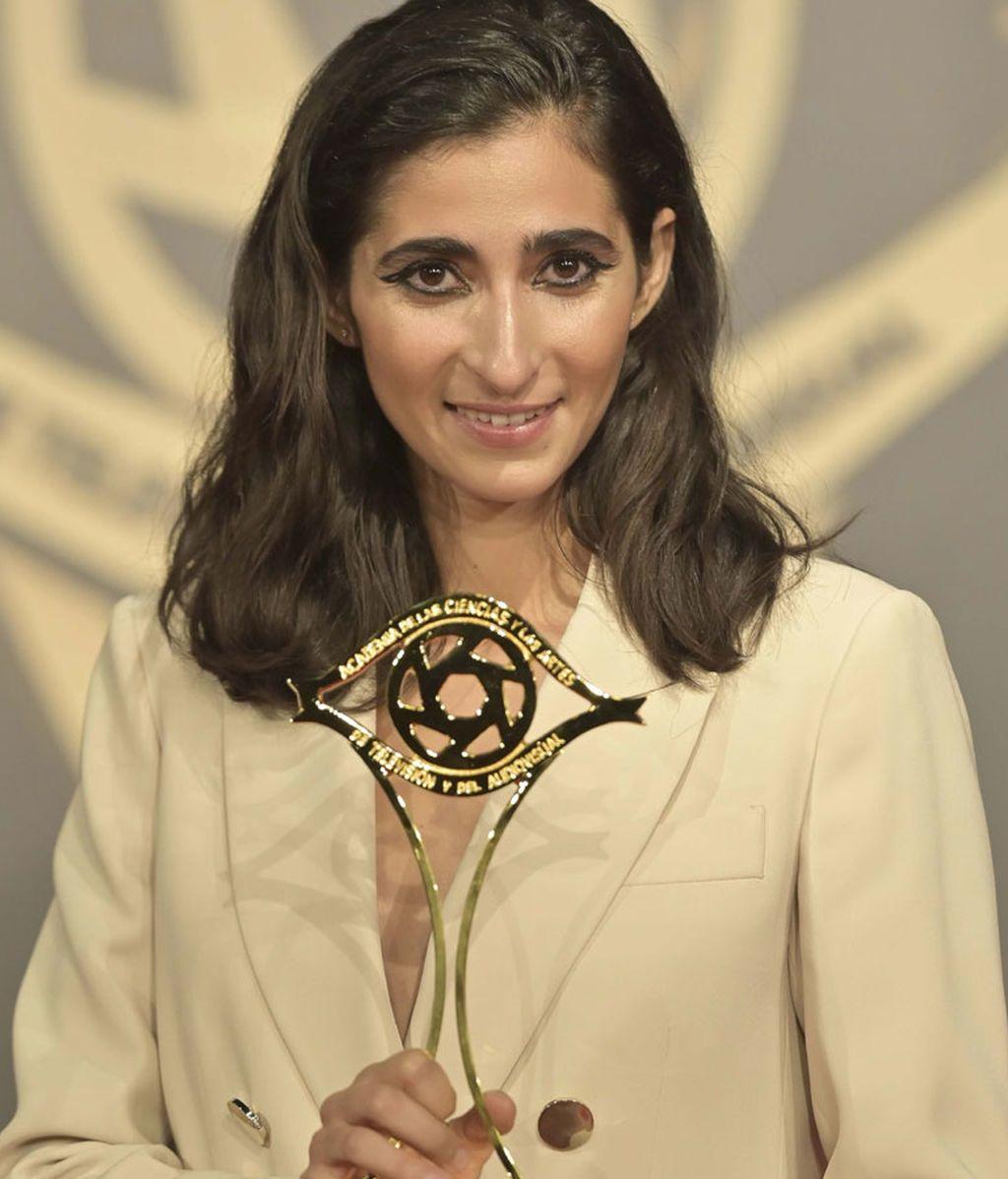 Alba Flores con el premio de la Academia de TV 2019