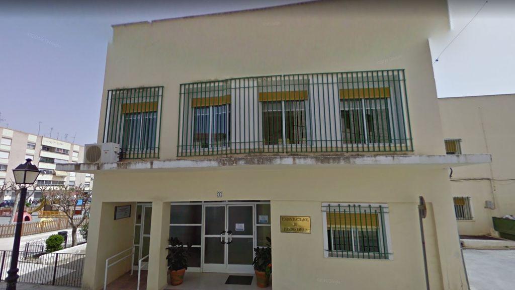Aíslan a cuatro sanitarios y una anciana tras dar positivo en una residencia de mayores de Almería