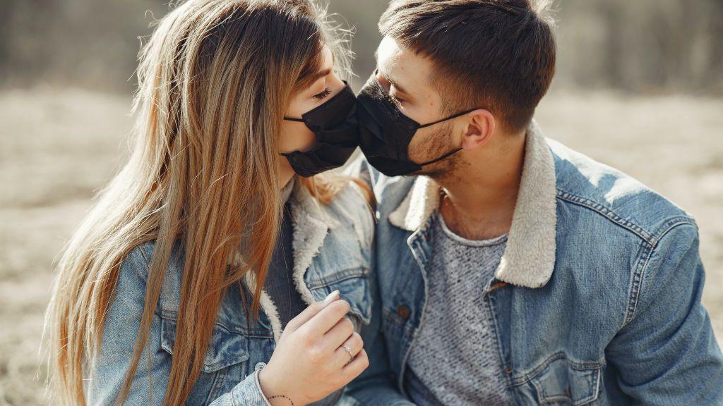 Así está afectando la nueva normalidad al amor: 5 jóvenes nos cuentan cómo está siendo el reencuentro con sus parejas