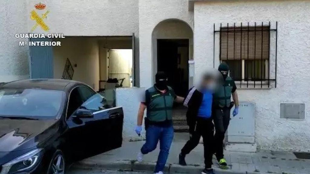 Detenidos tres individuos por torturar a una persona hasta matarla