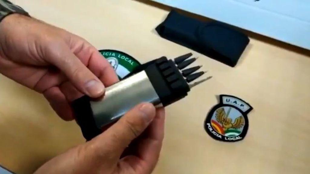Un cigarrillo electrónico que dispara flechas, el nuevo arma del que la policía alerta