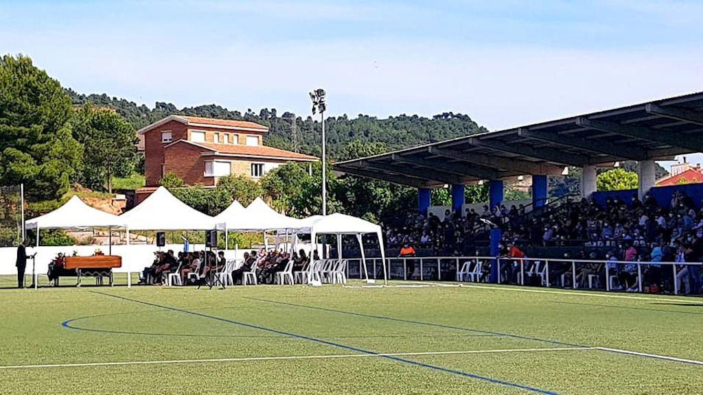 200 vecinos de un pueblo de Barcelona asisten al funeral del 'señor Eusebi' a pesar de las restricciones de la fase 1