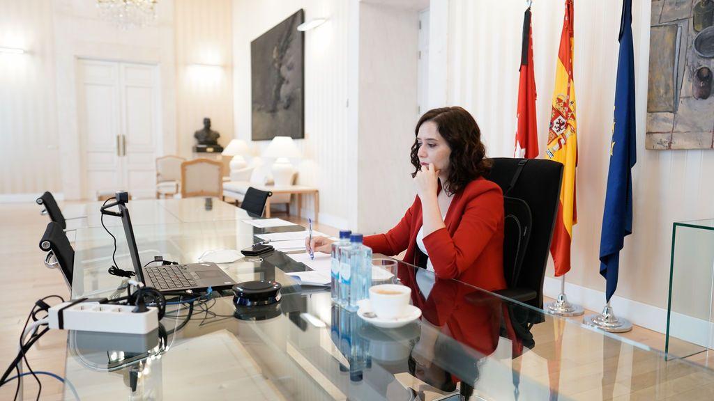Ayuso vuelve a reclamar a Sánchez una mesa de diálogo para gestionar la recuperación económica de Madrid