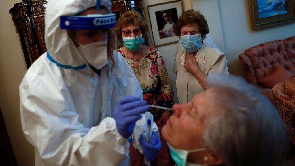 Qué sabemos de la nueva normalidad: PCR para los casos sospechosos de coronavirus y mascarillas obligatorias, entre las medidas