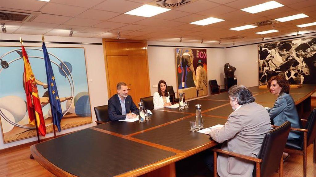Los Reyes junto al ministro de Cultura y Deportes, José Manuel Rodríguez Uribes, y la presidenta del CSD, Irene Lozano