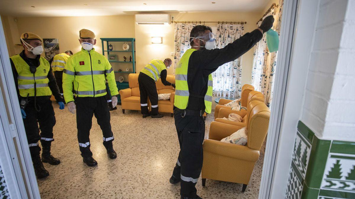 La UME trabaja en la desinfección de una residencia de ancianos