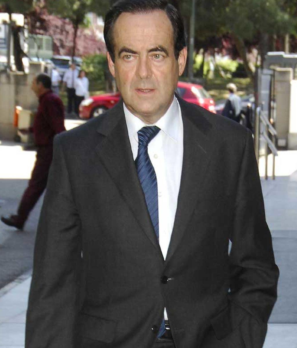 José Bono, en el tanatorio por la muerte de la mujer de Florentino Pérez (2012)