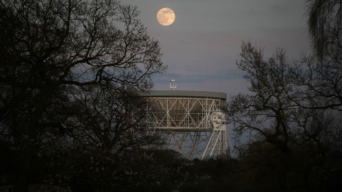 La misteriosa señal cósmica de radio que llega a la Tierra de forma regular cada 157 días