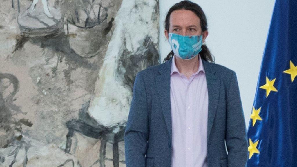 Iglesias se pone la mascarilla reivindicativa por la Sanidad Pública en el Consejo de Ministros