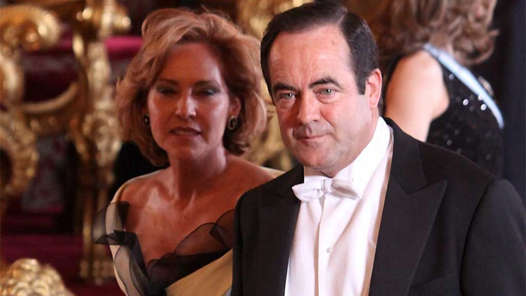 José Bono y su mujer, Ana Rodríguez, en una cena con los Reyes Juan Carlos y Sofía (2009)