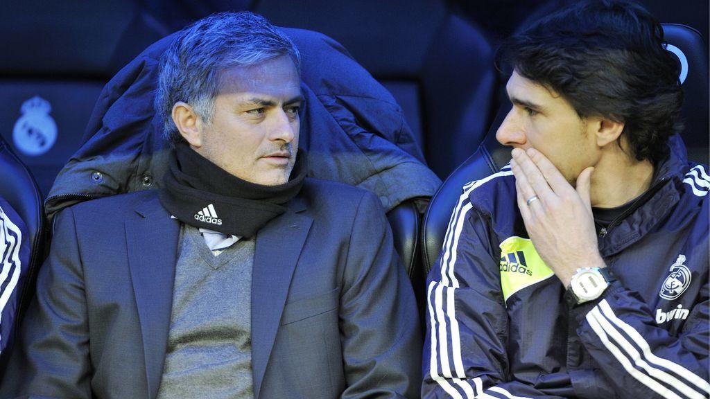 Mourinho y Karanka, en el banquillo durante su etapa en el Madrid.