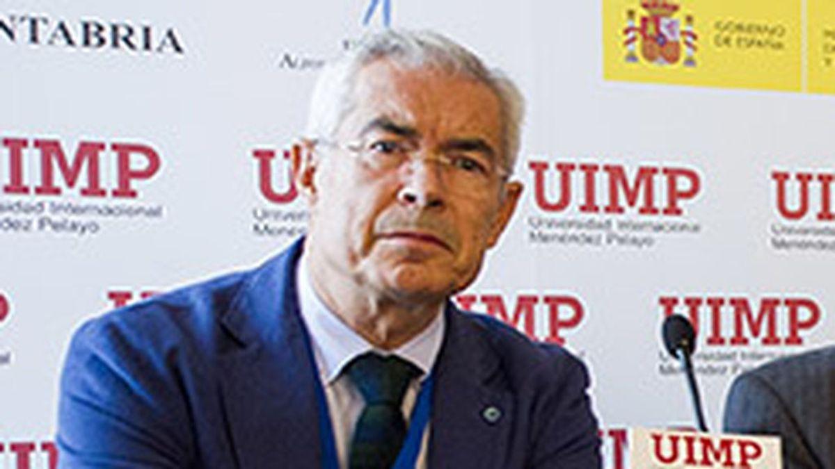 """Emilio Bouza: """"Los microbiólogos en Italia nos llamaban en febrero para alertar que el COVID era horrible"""""""